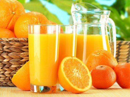suco-laranja-hidrata-verão